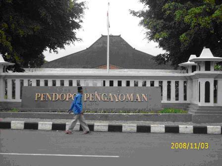 Pendopo Penganyoman - pusat pemerintahan tradisional yang menjadi rumah dinas bupati Temanggung saat ini